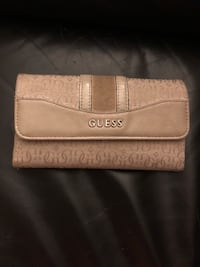 Guess wallet Calgary, T2R 0H9