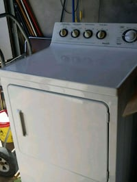 white front-load clothes dryer 6 years old Hamilton, L8E 3M4