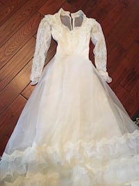 Beautiful Wedding Dress size 3 Smyrna, 37167