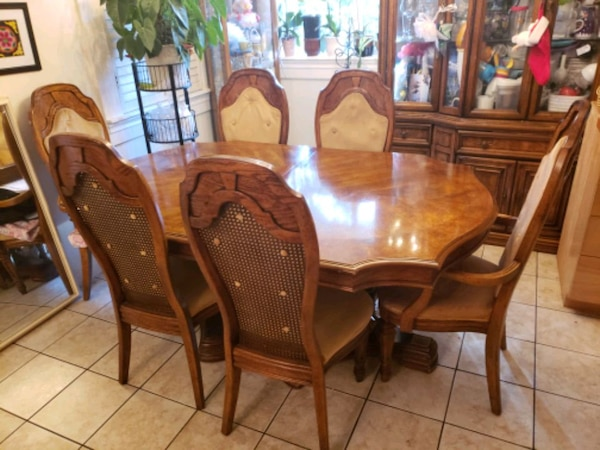 Bernhardt dining room set: Table, Leaves,Chairs