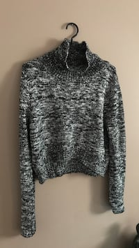 Fashion nova grey and black sweater Hamilton, L8H 2E8