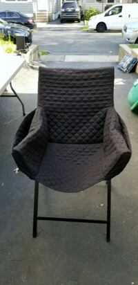 black padded armchair with side pockets Bloomfield