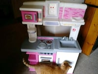 white and pink kitchen playset Frederick