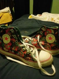 Chuck Taylor's Converse lil girls South Charleston, 25309