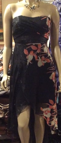 Le Chateau black, white, red, & pink floral strapless dress ( pls slide to see other photo ) Calgary, T2J