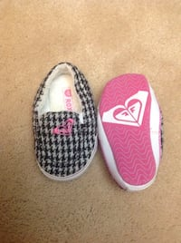 Baby Size 4 roxy shoes  Surrey, V3S 8T2