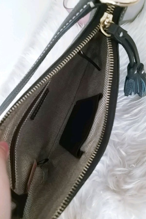 Dooney & bourke purse 0d3022d8-11f1-4001-b2e7-6c83855c6493