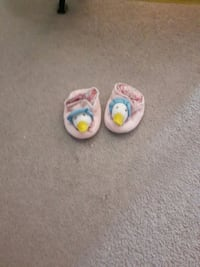 toddler's pair of white-and-pink dock home slippers