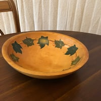 1940s Vintage MUNISING Wooden Bowl Hand Painted Ivy Leaves 3 Footed Markham, L3T 3L4
