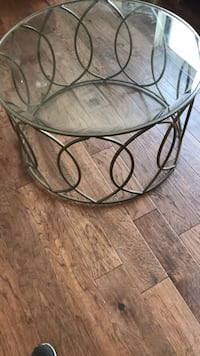 Round clear glass top table with black metal base Dallas, 75201