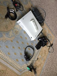 X-Box 360 with remote, charger, & cords! Chattanooga, 37343