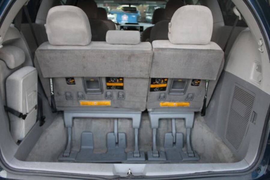 2011 Toyota Sienna for sale 19