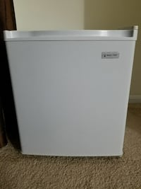Mini Refrigerator with freezer  Centreville