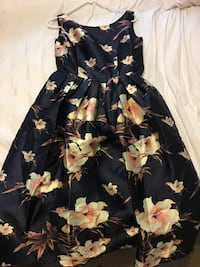 New with tag floral dress. Size 4-6 Arlington Heights, 60005