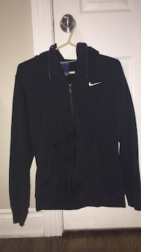 Small Nike sweater  Ottawa, K2H 7C3