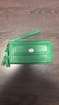 Kelly green leather wristlet Mississauga, L5M 4E1