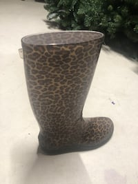 Size 9 rubber boots