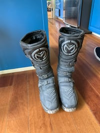Black dirt bike boots