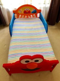 Elmo Bed with premium mattress and sheets! Peachtree Corners, 30092
