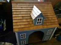Solid wood doghouse,brand new 382 mi