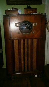 1939 Zenith stand up radio with shortwave Carson, 90745