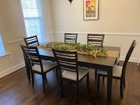 Lovely Dining Room Table with Self-Storing Leaf with 6/chairs Derwood, 20855
