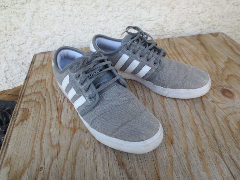 Adidas Classic Old School Canvas Low Cut Sneakers - Size 9.5 bb5dbe3d-dbb1-4692-9635-113920929195