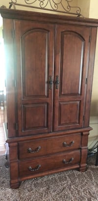 Entertainment center or clothing armoire Bakersfield, 93311