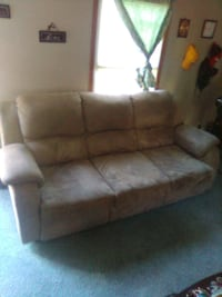 Brown couch/ pull out bed Clarksville