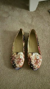 women's pair of beige floral leather flats