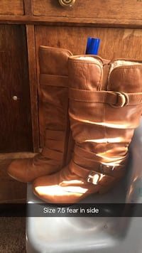 pair of brown leather boots Richmond, 60071