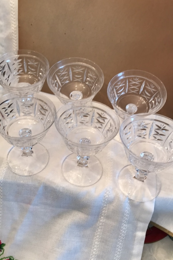 Dessert crystal dishes set of 9 5486bf2d-7932-4a37-bf88-c3764e87f624