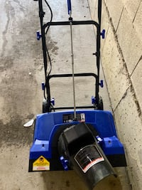 Snow Joe Electric Single Stage Snow Thrower 18-inch used 1 season
