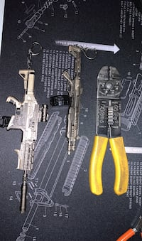 Awesome solid metal w/detachable mags. Large.