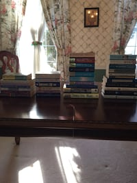 Book collection, lot of 34, romance novels, nicholas sparks, debbie macomber, danielle steele Telford, 18969