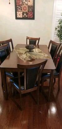 Dining table + 5 chairs (very good condition) Milton, L9T 0T8