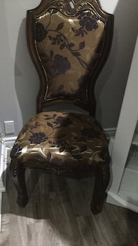 4 brown beautiful dining chairs each chairs are $30