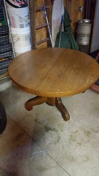 """48"""" solid oak table South Bend, 46635"""
