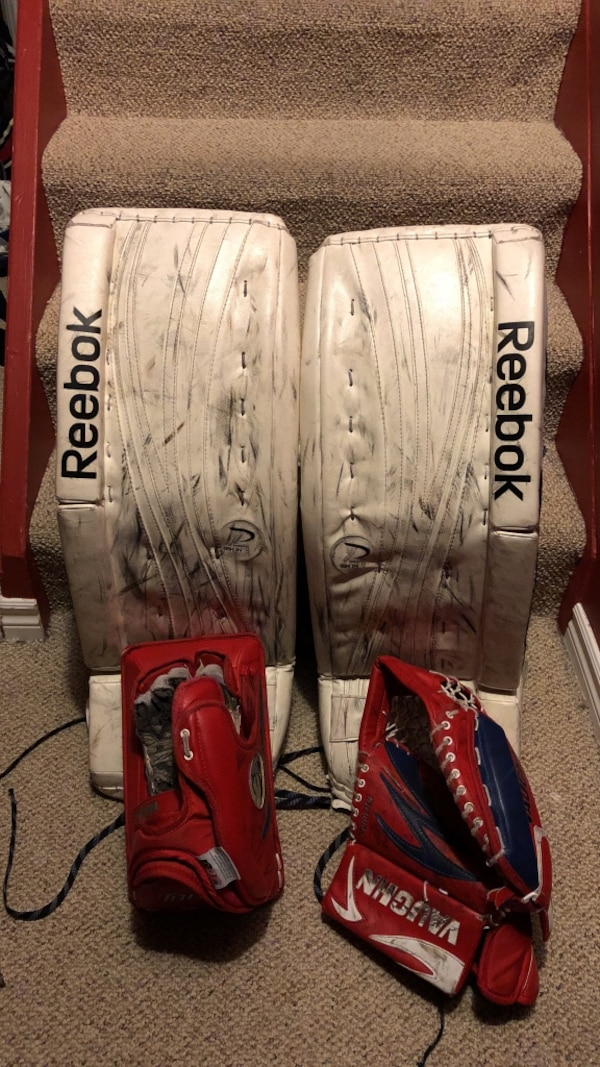 Reebok goalie pads (ages 9-12) 31+1