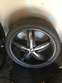 22 inch rims 5x5 universal lug comes with lug nuts tires still 80% rims are in good condition cash only Des Moines, 50311