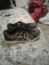 Size 10 men shoes like new wore once paid 40 askin