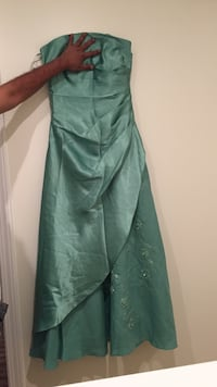 Women's green strap less gown Surrey, V3W
