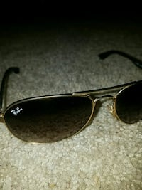 black Ray-Ban aviator sunglasses Bakersfield, 93314