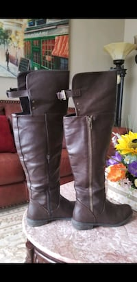 7.5 over the knee boots some wear in front