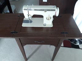 Viking electric sewing machine in good condition
