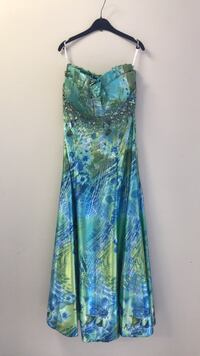 Tony Bowls Evening Gown null