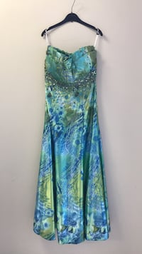 women's green and blue floral sleeveless dress null
