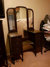 Antique make up table with chair Innisfil, L9S 2L7