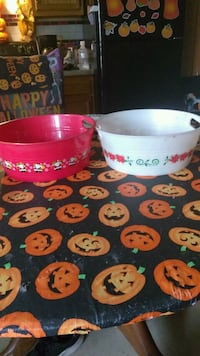 two red and white ceramic bowls Elyria, 44035
