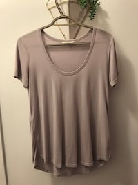 women's gray scoop-neck shirt Kelowna, V1V